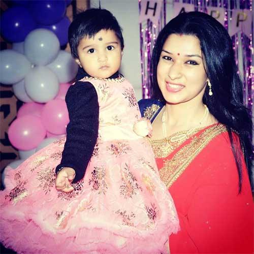 Meenakshi Joshi with daughter Aaradhya Anand